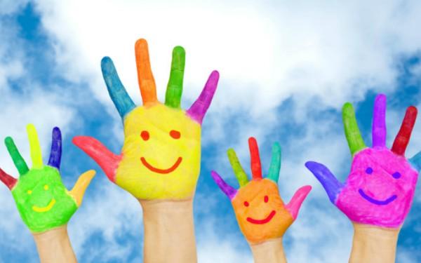 cropped-colourful-pained-hands-Fotolia_64817762_S-Vitalinka-600